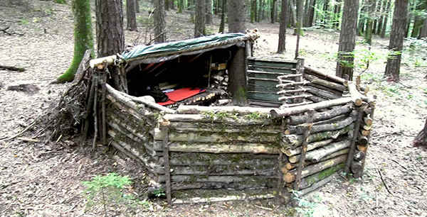 Natural Bug Out Shelter : A small super survival shelter ask prepper