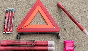 flares and emergency triangle