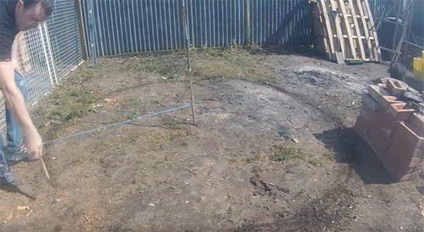 step 1 keyhole garden