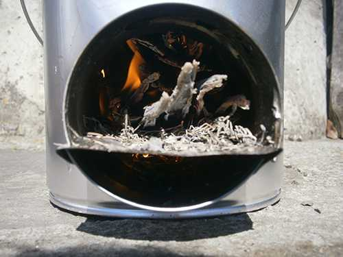 empty hole for fire rocket stove